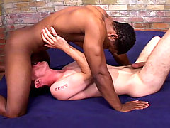Black and white dudes enjoys sucking each other cocks !