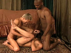 Awesome interracial gay threesome with 2 hot black guys !