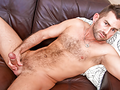 hot hairy bear wanks his thick delicious stick until this guy cums